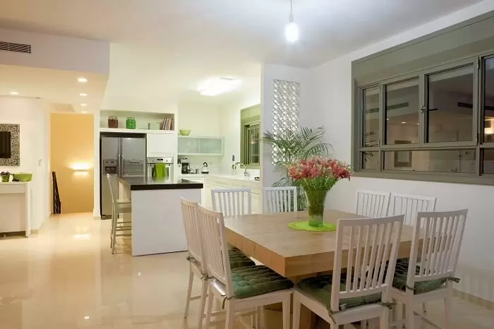 Không chỉ cần thiết kế la phong phòng ngủ, phòng khách, phòng bếp cũng cần được trang hoàng